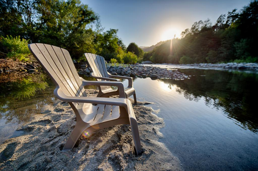 relax-by-the-river